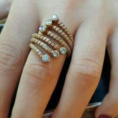 Gösterişli, şık, tarz ve ölçü gerektirmeyen esneklikte mükemmel bir yüzük. Özellikler: 925 ayar Gümüş üzeri Gold kaplama + Zirkon taş kullanılmıştır  #yuzuk #yüzük #ring #rings #silver #925k #gumus #gümüş #gumustaki #gümüştakı #taki #takı #takitasarim #takıtasarım #jewelry #jewelrydesign #tasarım #ozeltasarim #özeltasarım #kadin #aksesuar #accessories #trend