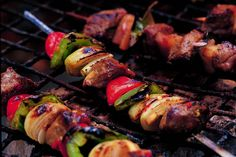 Tangy Tropical Kebabs - Make delicious beef recipes easy, for any occasion Home Recipes, Beef Recipes, South African Dishes, Ginger Beef, Le Diner, Kebabs, Skewers, Easy Food To Make, Tandoori Chicken