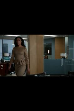 Jessica Pearson, Suits, awesome tan dress
