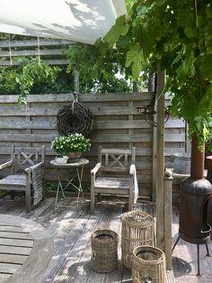 Look inside Anne Marie - Terrasse - Balcony Furniture Design Wooden Terrace, Small Terrace, Wooden Decks, Balcony Furniture, Garden Furniture, Outdoor Furniture Sets, Modern Furniture, Antique Furniture, Furniture Nyc