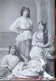 Three women from Algiers in the the reclining girl holds a cigarette. Vintage Photos Women, Vintage Pictures, Vintage Photographs, Islam Women, Arab Women, Middle Eastern Clothing, Islamic World, North Africa, Belle Epoque