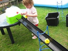 Ducks in the guttering! Using a water carrier to create flowing water. Preschool Lessons, Toddler Preschool, Preschool Playground, Playground Ideas, Preschool Ideas, Water Activities, Outdoor Activities, Activities For Kids, Summer Daycare