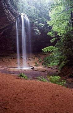 Hocking Hills Ohio, beautiful waterfall.. camped her ein Primitive, Tent and pop up camper camping and rented cabins (like a house with hot tub) in the Hollows.  Beautiful fun trip for family or couple. Old Mans Cave a must Hike to.  Antiques and flea markets in the area also.