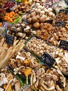 Mercado de la -  Boqueria  (Parada Petras) Barcelona,  ( Bien inmemorial ) UNESCO, Dieta Mediterránea, España / Italia /Grecia /y Marruecos/ año 2010