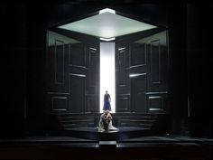 Pelléas et Mélisande at the Aalto-Theater Essen. Production by Nikolaus Lehnhoff. Sets by Raimund Bauer.