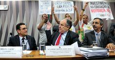 Cristovam Buarque encerra audiência após ser chamado de 'golpista' Nota: Cristovam Buarque, no impeachmet sem crime de responsabilidade contra Dilma Rousseff, é uma vergonha, mais um dos golpista SIM...Link http://glo.bo/2bFunFK