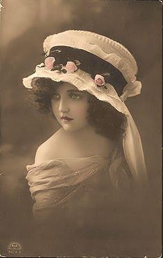 JanetK.Design Free digital vintage stuff: Meisje met mooie hoed: