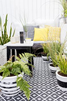 40 The Best Scandinavian Balcony Design Ideas Match For Any Home Model Outdoor Spaces, Outdoor Living, Outdoor Decor, Deco Time, Terrasse Design, Balcony Design, Balcony Ideas, Balcony Garden, Plant Decor