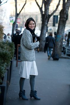 Love the shoes, and the jumper/dress/legging combo. Scarves! Winter, where are you?