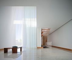 House in Moreira, Portugal - design by Phyd Arquitectura - Portuguese property, Moreira, Portugal residence, new Portuguese house: architecture Interior Design With White Walls, Best Interior, Interior And Exterior, Sweet Home, Box Houses, White Curtains, Minimalist Home, White Marble, Decoration
