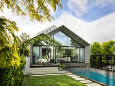House tour: inside Joey and Jane Scandizzo's minimal and modern cottage - Vogue Australia Contemporary Architecture, Interior Architecture, Building Architecture, Pool Remodel, Modern Cottage, Outdoor Pergola, Pergola Plans, Front Rooms, Facade House
