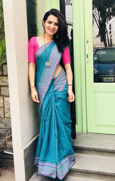 Beautiful Indian Women in New Design Saree Cotton Saree Designs, Silk Saree Blouse Designs, Blouse Neck Designs, Simple Sarees, Trendy Sarees, Stylish Sarees, Indian Beauty Saree, Indian Sarees, Indian Dresses
