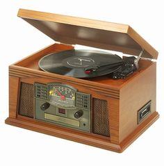 Ricatech RMC200 Retro Platenspeler, 5 in 1 Music Center. Met deze geweldige 5 in 1 music center geef je je oude platen een nieuw leven. Met een simpele druk op de knop kunt u moeiteloos al uw 33's, 45's en 78's toerenplaten, CD's, cassettes en favoriete radio zenders beluisteren. Met zoveel stijl en functionaliteit is dit een must voor elke muziekliefhebber.