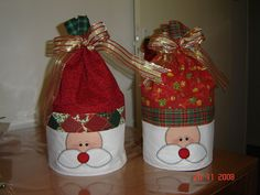 Cobre Panetone Christmas And New Year, All Things Christmas, Christmas Crafts, Xmas, Christmas Ornaments, Toilet Paper Roll, Goodie Bags, Diy And Crafts, Patches
