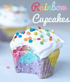 Showcasing the most delicious and best decorated cupcake recipes & ideas. Everything you wanted to know about cupcakes! Cupcakes Arc-en-ciel, Rainbow Cupcakes, Cake Cookies, Cupcake Cakes, Colored Cupcakes, Rainbow Sprinkles, Easter Cupcakes, Rainbow Dash, Yummy Treats