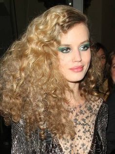 Georgia May Jagger works disco hair and bright green make-up at party with Rita Ora and Kate Moss - Neu Mode Frisuren 1970s Hairstyles, Party Hairstyles, Celebrity Hairstyles, Girl Hairstyles, Latest Hairstyles, Georgia May Jagger, 70s Disco Makeup, Disco 70s, 1970s Disco Fashion