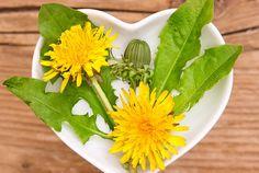 Papadia-ajuta la.. Regenerarea  celulelor ficatului(chiar si dupa ..grefa) Pentru a ajuta acest proces e suficient să consumăm, spre exemplu, ceaiuri de păpădie, dar și spanac, salată verde, varză, conopidă, ardei gras, lemn dulce, suc de aloe, ulei de somon, pătrunjel, morcovi, oregano și ginseng. Parsley, Herbs, Plants, Salads, Herb, Flora, Plant, Planting