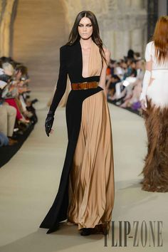 See all the Collection photos from Stephane Rolland Autumn/Winter 2012 Couture now on British Vogue Haute Couture Style, Couture Mode, Couture Fashion, Runway Fashion, Couture Week, Moda Fashion, Fashion Week, High Fashion, Fashion Show