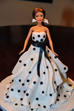 my Barbie birthday cake in an Oscar de la Renta gown Teresa That is absolutely GORGEOUS! Barbie Doll Birthday Cake, Barbie Torte, Bolo Barbie, Birthday Cake Girls, 8th Birthday, Girly Cakes, Fancy Cakes, Cute Cakes, Yummy Cakes