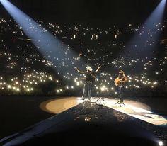 Looks like that crowd is enjoying Jon Pardi's latest single! Jon Pardi, Apple Music, Crowd, Sunrise, California, Concert, Concerts, Sunrises