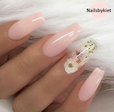 Nail art is a very popular trend these days and every woman you meet seems to have beautiful nails. It used to be that women would just go get a manicure or pedicure to get their nails trimmed and shaped with just a few coats of plain nail polish. Coffin Nails Long, Long Nails, Coffin Nails 2018, Long Cute Nails, Coffin Nails Glitter, Pink Coffin, Super Cute Nails, Gorgeous Nails, Pretty Nails