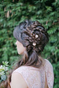Tendenze per le spose 2015, trecce con fiorellini http://www.matrimonio.it/collezioni/acconciatura/