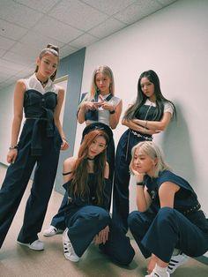 Kpop Girl Groups, Korean Girl Groups, Kpop Girls, K Pop, Kpop Fashion Outfits, I Love Girls, Girl Bands, New Girl, K Idols