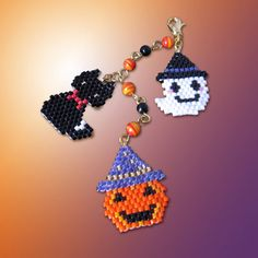 Lovely for Halloween beads scheme! Beading Patterns Free, Seed Bead Patterns, Beading Tutorials, Jewelry Patterns, Bracelet Patterns, Stitch Patterns, Halloween Schmuck, Halloween Beads, Halloween Jewelry