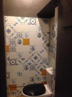 kitchenwalls behangfabriek wallpaper Golden Age covering ugly tiles
