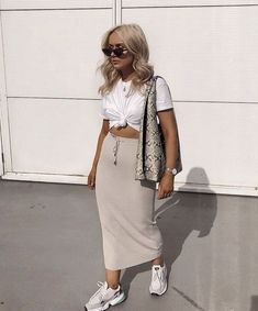 Summer Style Inspo 2019 Fashion Street Style Inspiration Casual Chic Skirt And Trainers Combo Trendy Outfits, Summer Outfits, Cute Outfits, Fashion Outfits, Womens Fashion, Fashion Killa, Look Fashion, Street Fashion, Mode Streetwear
