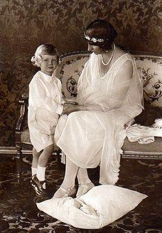 Viktoria Luise, Duchess of Brunswick, with her youngest child, Prince Welf Heinrich.