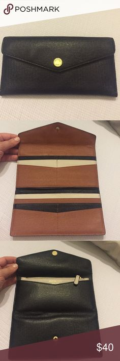 Michael Kors wallet Michael Kors wallet with removable change purse! Gently used..great condition! Michael Kors Bags Wallets