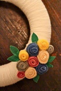 Interchangeable wreath embellishments