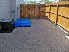 Not that my side yard is that big, but like the idea about the fence around the AC. Looks like concrete around edges of fence. Backyard Projects, Outdoor Projects, Dog Houses, House Dog, Backyard Plan, Backyard Ideas, Dog Spaces, Dog Yard, Cat Run