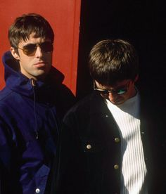 The mod look of Swinging London that's swung right back into style. Lennon Gallagher, Liam Gallagher Oasis, Noel Gallagher, Liam Oasis, Oasis Music, Liam And Noel, Oasis Band, Mod Hair, Look Back In Anger
