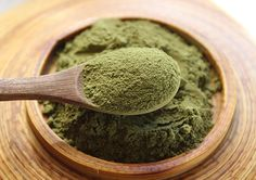 he benefits of moringa powder comprise a full spectrum whole food vitamin, mineral and amino acid profile.  It is particularly high in selenium, calcium, iron, vitamin E, magnesium and B vitamins in addition to varying amounts of other phytonutrients and antioxidants, like beta-carotene and vitamin C.  Moringa is a common ingredient used in plant-based vitamin products for this reason.