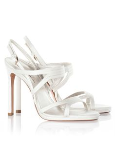 Más de 60 zapatos para novias que te harán deslumbrar. ¡No sabrás por cuál decidirte! Bridal Shoes, Wedding Shoes, Marie, High Heels, Footwear, Belt, My Style, Womens Fashion, Ideas Para