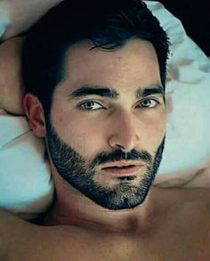 Tyler Hoechlin, God's gift to Humanity 😍🔥 Teen Wolf Derek Hale, Teen Wolf Boys, Teen Wolf Cast, Tyler Hoechlin, Sterek, Beautiful Men Faces, Gorgeous Men, Cenas Teen Wolf, Meninos Teen Wolf