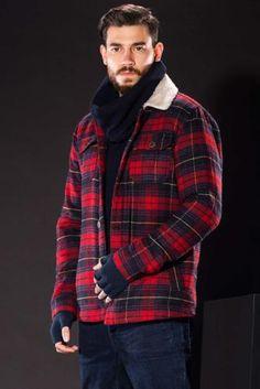 Ekoseli modeli ve trend kesimiyle soğuk havalarda tarz görünmenizi sağlayacak DeFacto erkek oduncu mont.
