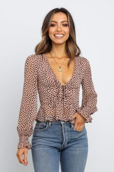 Browse & buy the latest, womens tops, shirts & blouses from Petal & Pup. Next day delivery for metro areas. Shop now! Curvy Fashion, Girl Fashion, Fashion Outfits, Fashion Trends, Petite Fashion, Fashion Bloggers, Style Fashion, Fashion Tips, Cute Summer Outfits