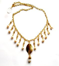 Necklace with white feshwater pearls.