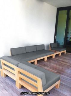 Wood patio furniture brings a warm and classic look to your outdoor entertainment area. There are so many types of woods to choose from for your furniture. Making Pallet Furniture, Pallet Furniture Designs, Pallet Patio Furniture, Home Decor Furniture, Sofa Furniture, Rustic Furniture, Furniture Storage, Cheap Furniture, Furniture Ideas
