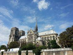 Um welches berühmtes Pariser Gebäude handelt es sich hierbei im Foto?