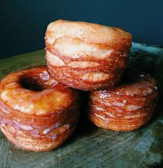 The Cronut is a croissant-doughnut pastry developed by chef Dominique Ansel for Dominique Ansel Bakery in New York City. Here's the recipe for Buttermilk-Vanilla Glazed Croissant Donuts from Smoke (they're in Oklahoma! Cronut, Köstliche Desserts, Delicious Desserts, Dessert Recipes, Yummy Food, Donut Recipes, Cooking Recipes, Buttermilk Recipes, Buttermilk Donut Recipe