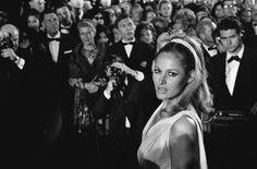 Pin for Later: Retour Sur les Meilleures Photos du Festival de Cannes Depuis Sa Création  Ursula Andress, la Bond girl Honey Ryder dans Dr. No, en 1965.