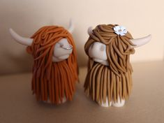 Ginger Red Haired Bull with Nose ring & Honey Blonde Cow with Flower in hair. Available to buy/order from our website! Polymer Clay Cake, Polymer Clay Animals, Fimo Clay, Polymer Clay Charms, Cow Birthday Cake, Birthday Cake Toppers, Clay Projects, Clay Crafts, Highland Cow Gifts