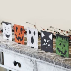 Holiday Decorating DIY: Indoor and Outdoor Halloween Mantel, Halloween Table Decorations, Halloween Items, Halloween Signs, Holidays Halloween, Halloween Crafts, Halloween Blocks, Halloween 2019, Halloween Party