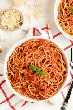Pasta Pomodoro recipe from RecipeGirl.com #pasta #pomodoro #spaghetti #recipe #RecipeGirl Italian Dinner Recipes, Italian Dishes, Pasta Pomodoro Recipe, How To Peel Tomatoes, Easy Pasta Dishes, Pasta Dinners, Sauteed Vegetables, How To Cook Pasta