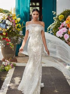 Inspired by a bride's desire to express her individuality through a signature scent and wedding day style, Galia Lahav's Fall 2018 Florence by Night Couture Bridal Collection saw new approaches to gossamer tulle, fine lace and intricate embroidery. Wedding Dress Trends, Gorgeous Wedding Dress, Dream Wedding Dresses, Wedding Attire, Bridal Dresses, Wedding Gowns, Bridesmaid Dresses, Casual Wedding, Belle Silhouette
