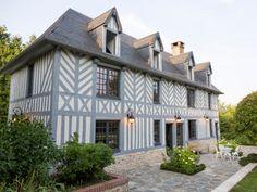 Une maison normande à colombages et son style gris moderne - Maison de charme